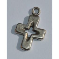 Croix évidée argentée 16 x 20 mm